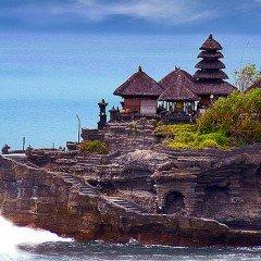 Изображение религия на Бали и храм Танах Лот Tanah Lot вид с воды