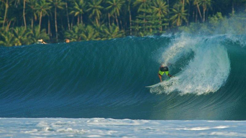 Изображение резкая волна для сёрфинга